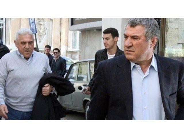Ioan si Victor Becali, condamnati la inchisoare cu executare; Borcea - achitat