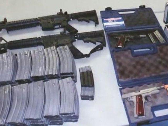 Arsenal de arme gasit in casa unui elev, care ameninta ca va ataca liceul in care invata