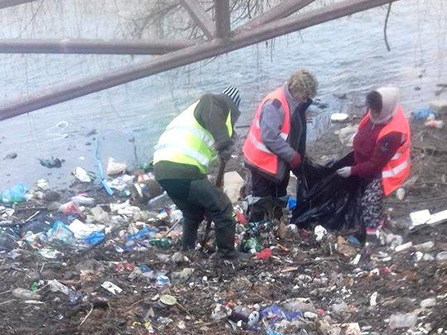 Primarul unei comune din Cluj ii pune pe asistatii social la treaba