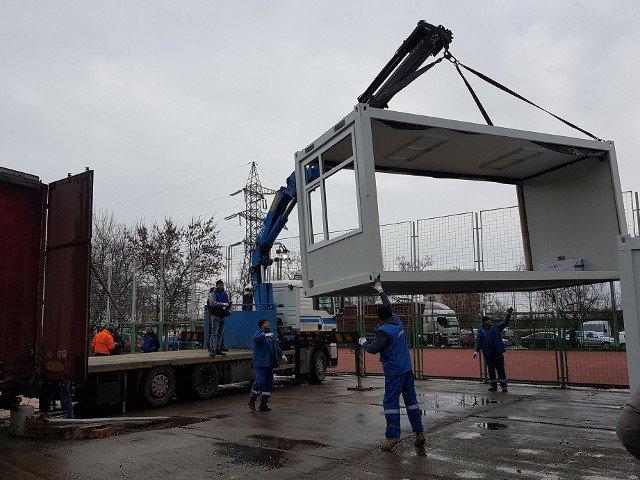 Elevii unei scoli din Timisoara invata in containere modulare