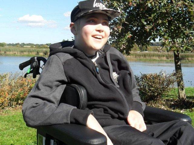 Medicii i-au spus de 16 ori ca mai are doar cateva zile de trait, dar un adolescent britanic a sfidat moartea