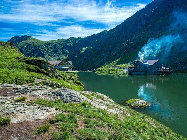 De ce sa alegi o vacanta in tara ta? Top 15 locuri de vizitat in Romania