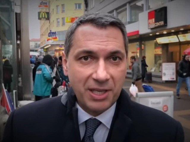 Motivul pentru care Facebook a retras un clip video postat de un consilier al lui Viktor Orban