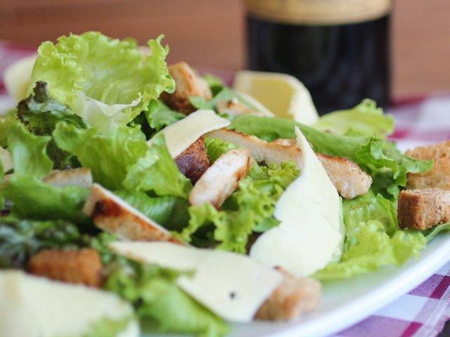 De ce persoanele in varsta ar trebui sa consume salata verde. Concluziile cercetatorilor