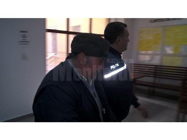 Suceava: Un barbat si-a stropit tatal cu benzina si i-a dat foc