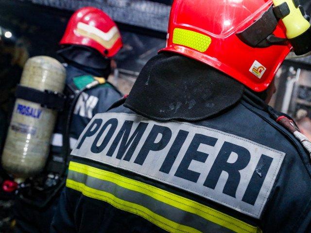 Pompier, lovit de un barbat pe motiv ca nu stingea incendiul bine