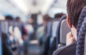 10 solicitari absurde ale pasagerilor din avion