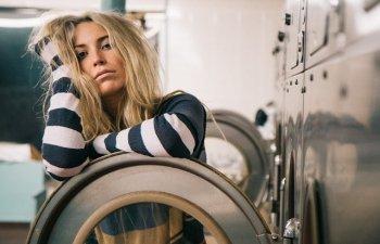 Nu e totul pierdut! 9 trucuri ingenioase pentru a repara hainele care au intrat la apa