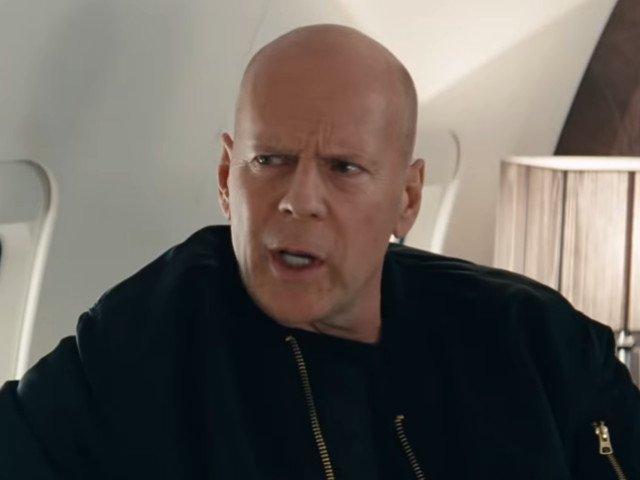 """10 bancuri cu si despre celebritati. De ce nu a fost distribuit Bruce Willis in """"Titanic""""?"""