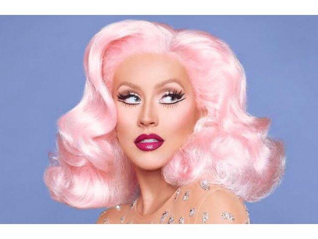 Dupa 20 de ani, Christina Aguilera a pozat pentru prima data fara machiaj. Arata senzational!