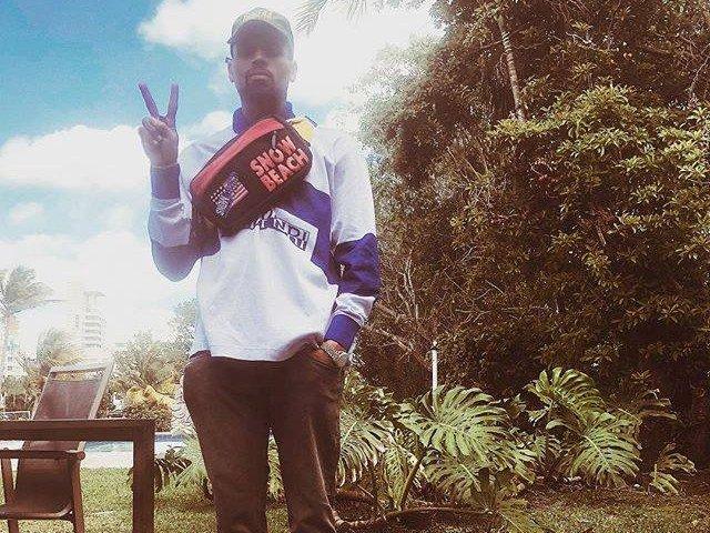 Chris Brown a fost surprins in timp ce strangea de gat o femeie