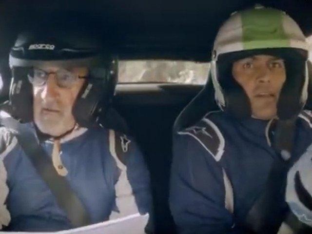 Prezentatorii Top Gear, Chris Harris si Eddie Jordan, au ramas blocati intr-o masina in flacari/ VIDEO