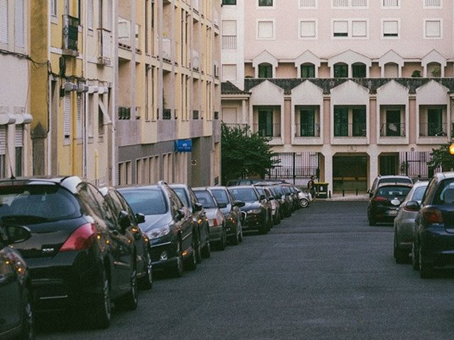 Un sofer indragostit a apelat la ajutorul autoritatilor dupa ce a uitat unde a parcat masina