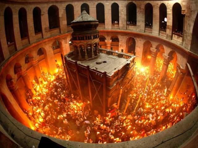 Sfanta Lumina de la Ierusalim va fi adusa sambata in Romania