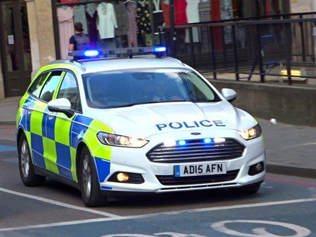 Un britanic a chemat politia dupa ce a constatat ca in cada sa facea baie un intrus