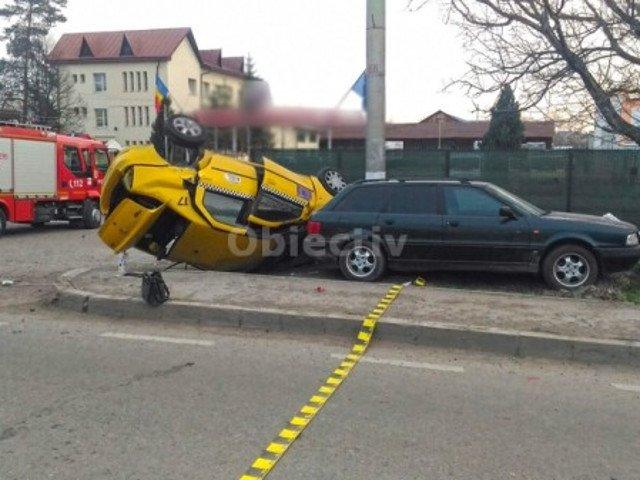 Un om a murit si alti patru au fost raniti, intr-un accident, in Suceava