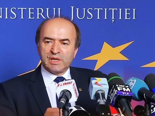 Toader: Vom sesiza CCR cu privire la refuzul presedintelui de revocare din functie a procurorului sef al DNA!