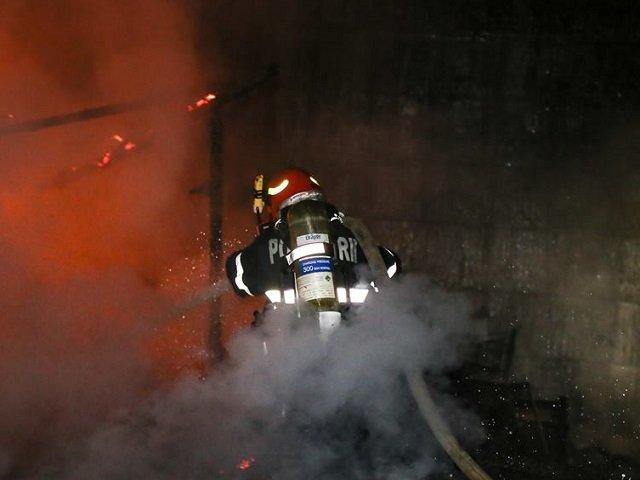 Incendiu la un depozit de mobila din Bucuresti