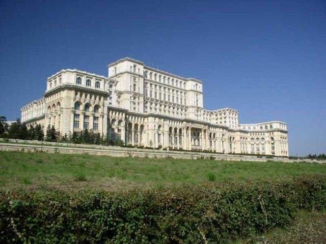 Klaus Iohannis si Mugur Isarescu se intalnesc la Palatul Cotroceni