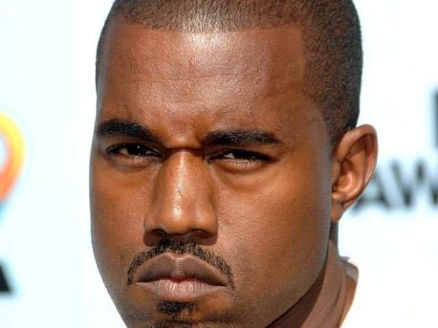 Kanye West s-a ras in cap in semn de omagiu pentru o eleva supravietuitoare a unui atac armat