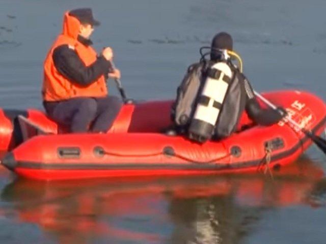 Trupul unui pescar inecat in lacul Oltina a fost gasit de scafandrii ISU