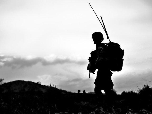 MApN: Unul dintre militarii raniti in Afganistan, transportat in Germania