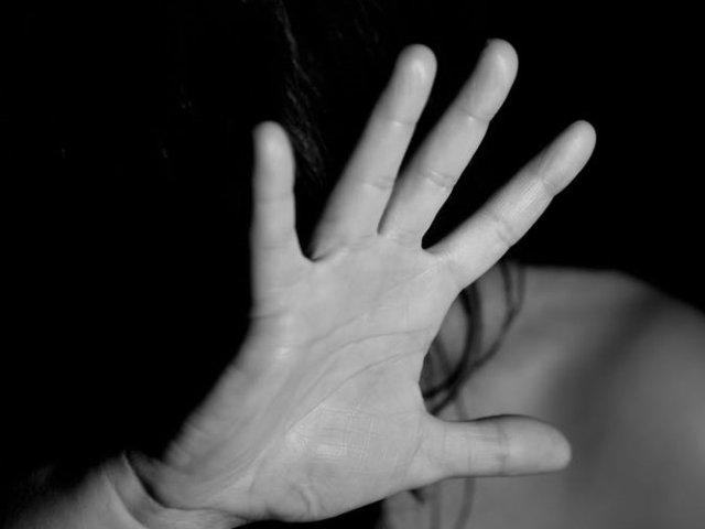 O adolescenta in varsta de 16 ani a fost rapita, violata si arsa de vie