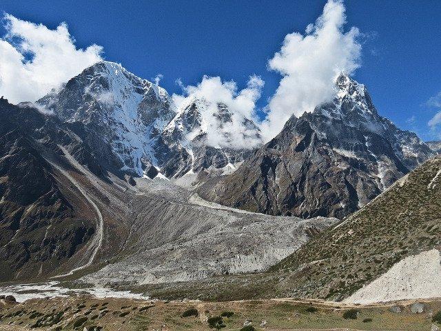 Un alpinist a murit in timpul tentativei de escaladare a muntelui Lobuche din apropiere de Everest