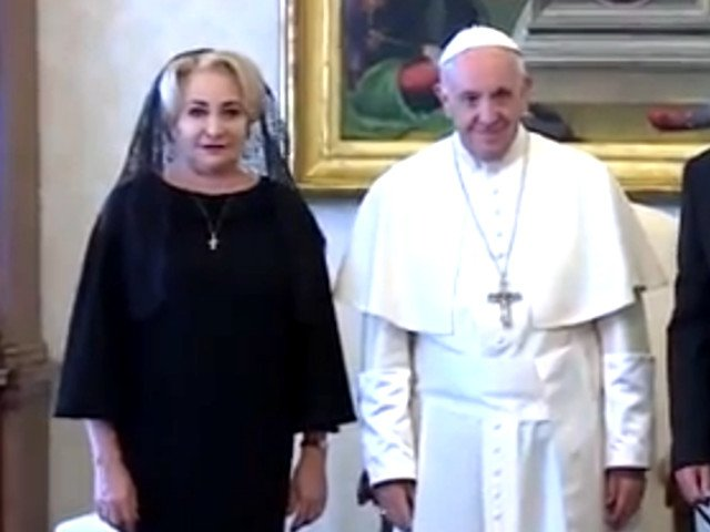 Viorica Dancila, in audienta la Papa Francisc: L-am invitat pe Papa in Romania / VIDEO