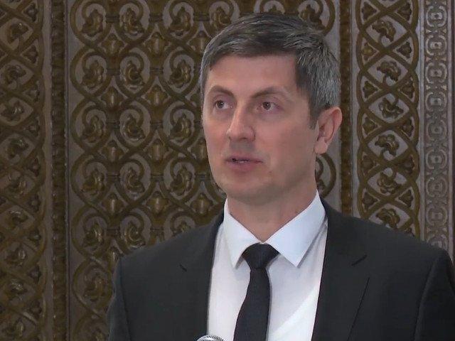 Barna: Am ajuns intr-un moment de o gravitate absoluta in care PSD si ALDE sacrifica total Romania si viitorul romanilor