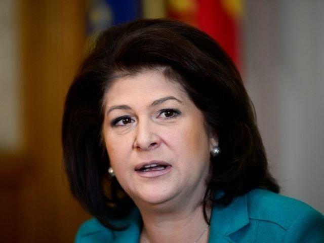 """Rovana Plumb, apel la Iohannis sa inceteze cu """"amenintarile"""" la adresa premierului Dancila"""
