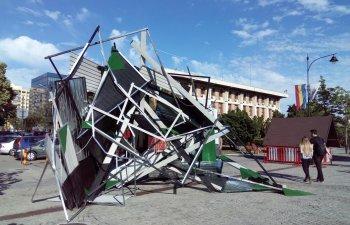 """Opera artistica ciudata, achizitionata de Primaria Iasi cu 71.000 de lei: """"Arata ca un acoperis cazut"""""""