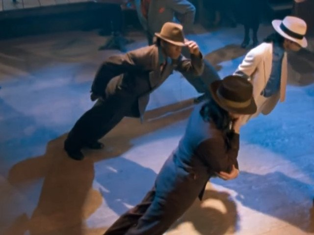Un grup de cercetatori explica modul in care Michael Jackson sfida gravitatia