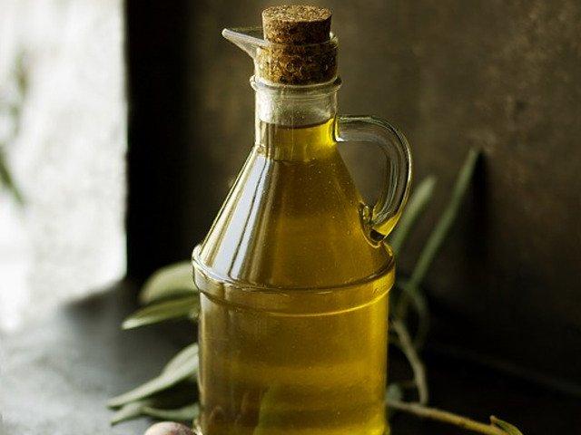 10 moduri inedite in care poti folosi uleiul de masline (in afara de gatit si infrumusetare)