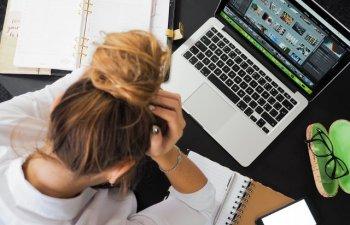 6 cele mai comune obiceiuri zilnice care iti pot declansa dureri de cap