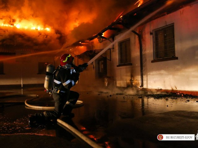 ISUBIF: Incendiu la acoperisul Scolii nr. 124 din sectorul 5 al Capitalei; institutia nu are autorizatia de securitate