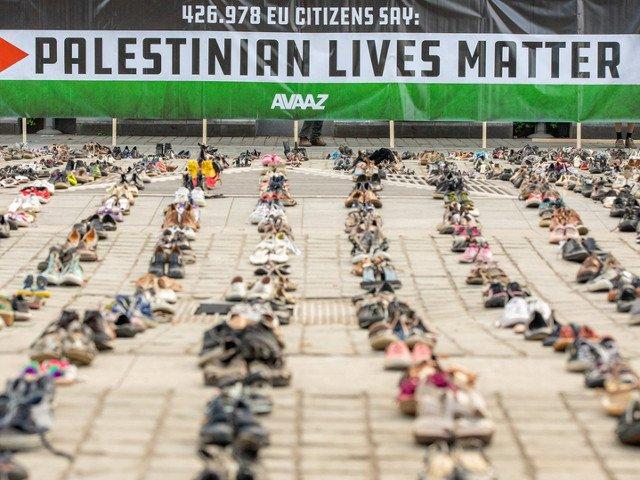 4.500 de perechi de pantofi au fost asezate in fata Consiliului European in semn de protest