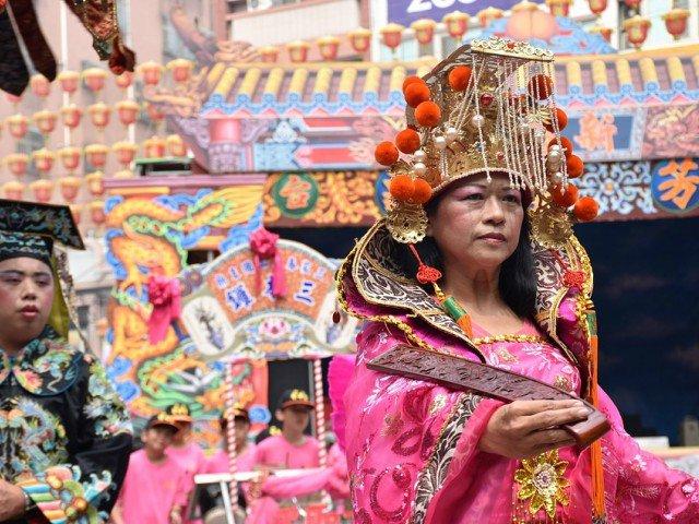 Ritualuri si traditii bizare din intreaga lume care te vor lasa fara replica