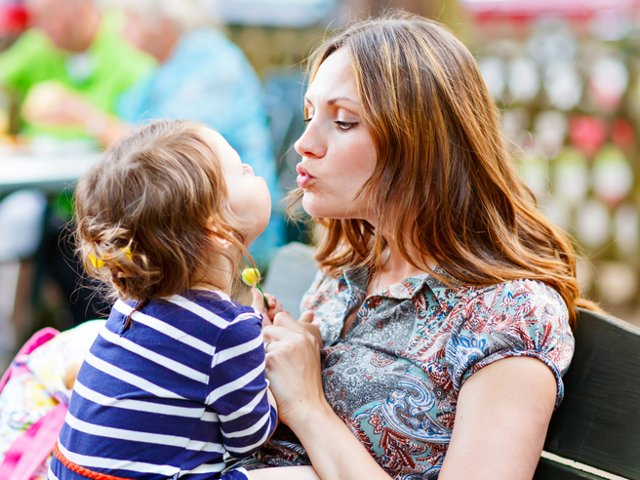 9 pasi pentru construirea unei relatii puternice intre parinti si copilul lor