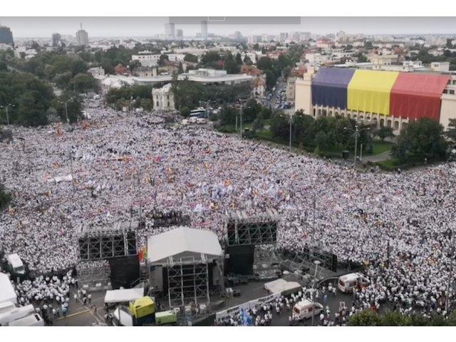 Circa 150.000 de simpatizanti PSD s-au adunat in Piata Victoriei