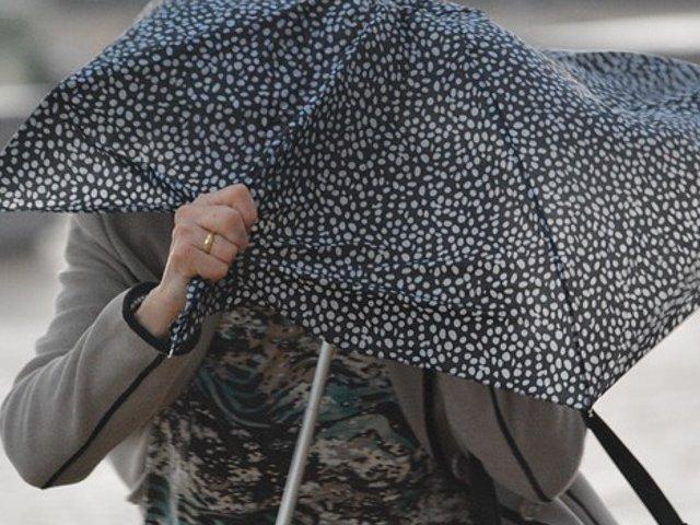 Ploi torentiale si descarcari electrice de astazi, de la ora 14.00, in mare parte a tarii