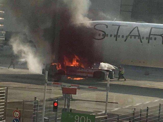 Un avion a luat foc pe aeroportul din Frankfurt