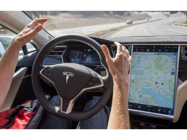 """Britanicii avertizeaza: """"Masinile complet autonome nu vor fi disponibile inca multi ani de acum inainte"""""""