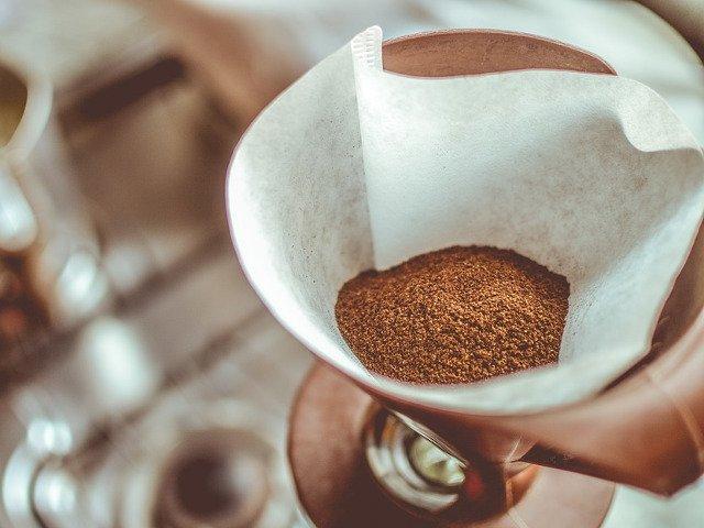 9 modalitati mai putin cunoscute in care poti folosi hartia pentru filtru de cafea