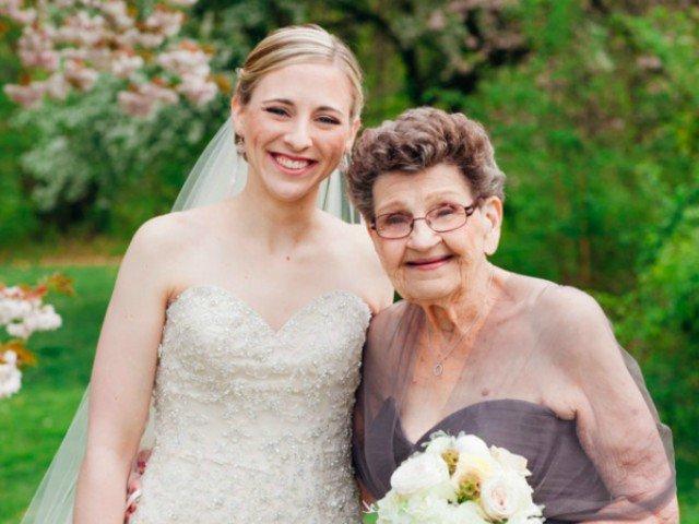 Domnisoara de onoare la nunta nepoatei: o bunicuta de 89 de ani cucereste inimi