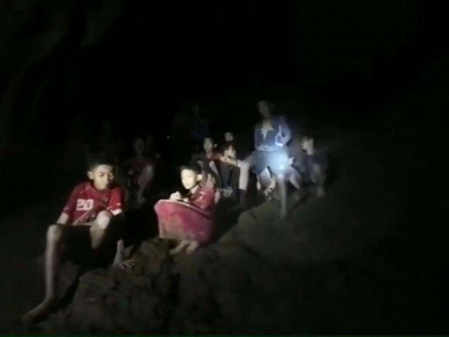 Copii blocati in pestera din Thailanda: Scrisori trimise parintilor si peste o suta de foraje realizate vertical