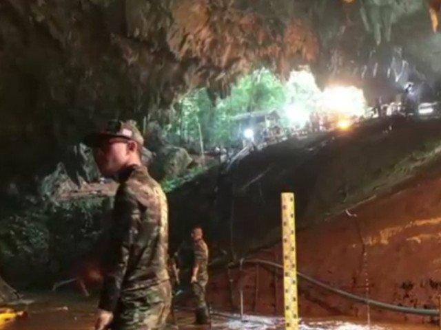 Thailanda: Toti cei 12 copii si antrenorul lor de fotbal au fost scosi cu succes din pestera inundata, dupa 17 zile