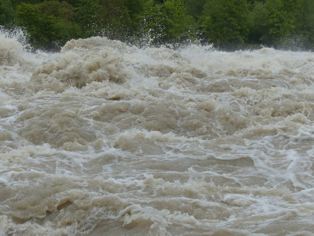 MAI: In judetele afectate de inundatii situatia incepe sa revina la normal