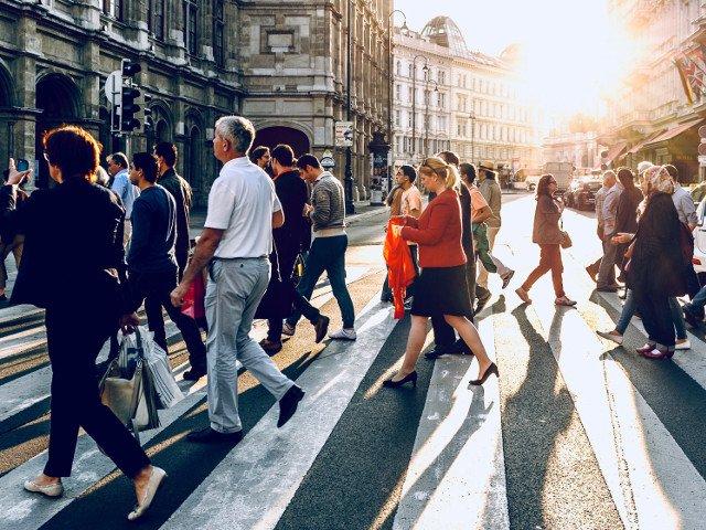 Sondaj global: Majoritatea oamenilor cred ca lumea este mai periculoasa decat in urma cu doi ani
