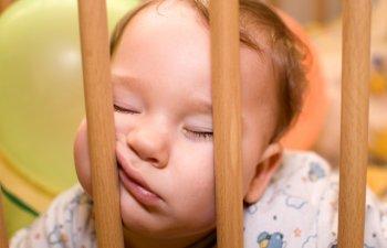 10+1 imagini care demonstreaza ca, atunci cand sunt obositi, copiii pot dormi oriunde